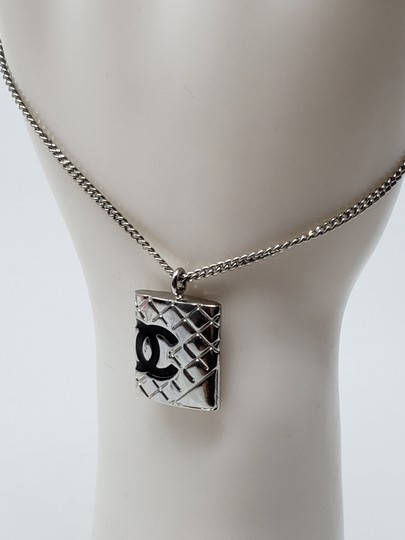 Chanel Silver-tone metal Chanel quilted CC quilted charm bracelet Image 3