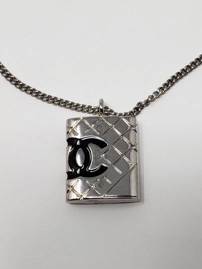Chanel Silver-tone metal Chanel quilted CC quilted charm bracelet Image 5