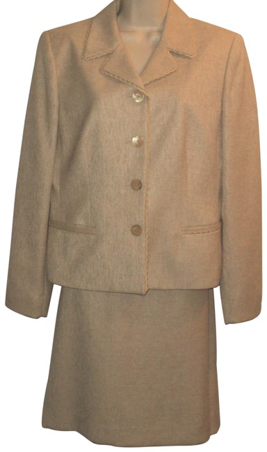 Item - Golden-tan Single Breasted. Knee Length Skirt Suit Size 10 (M)