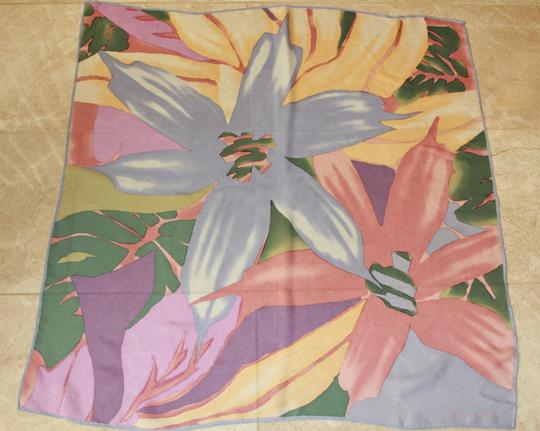 Anne Klein Beautiful Vintage Anne Klein for Vera Square Silk Flower Scarf Image 6