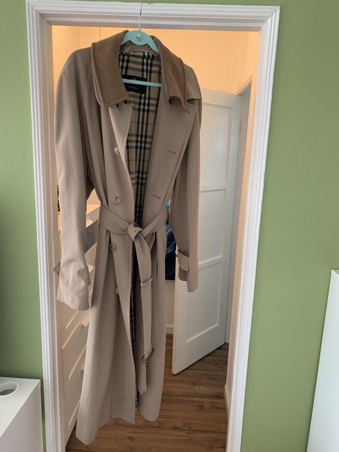 Preload https://item1.tradesy.com/images/burberry-honey-coat-size-os-one-size-26354560-0-0.jpg?width=400&height=650