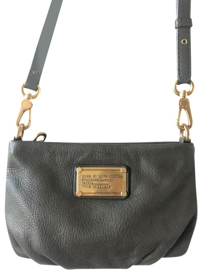 Preload https://img-static.tradesy.com/item/26354781/marc-by-marc-jacobs-small-circa-2010-leather-cross-body-bag-0-2-540-540.jpg