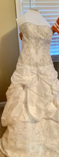 Mori Lee White Madeline Gardner Feminine Wedding Dress Size 8 (M) Image 1