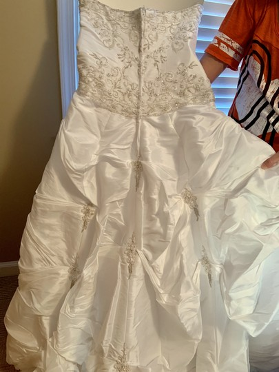 Mori Lee White Madeline Gardner Feminine Wedding Dress Size 8 (M) Image 4