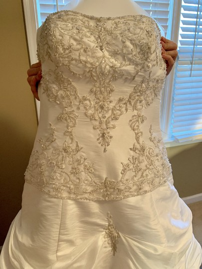 Mori Lee White Madeline Gardner Feminine Wedding Dress Size 8 (M) Image 6