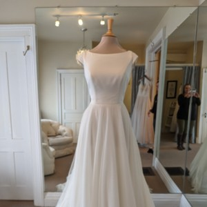 Essense of Australia Ivory Crepe and French Tulle D2304 Formal Wedding Dress Size 8 (M)