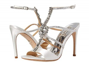 Badgley Mischka White Faye Sandals Size US 7.5 Regular (M, B)