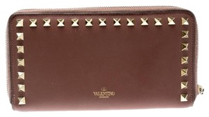 Valentino Valentino Nude Pink Leather Rockstud Zip Around Wallet