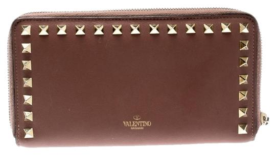 Preload https://img-static.tradesy.com/item/26362928/valentino-pink-nude-leather-rockstud-zip-around-wallet-0-2-540-540.jpg
