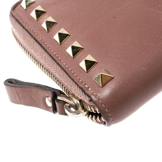 Valentino Valentino Nude Pink Leather Rockstud Zip Around Wallet Image 4