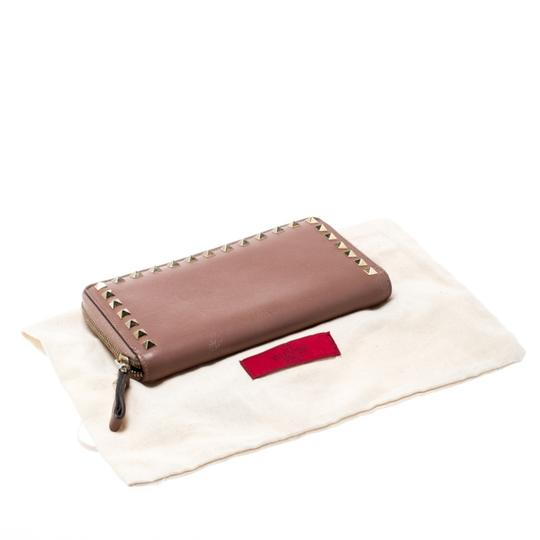Valentino Valentino Nude Pink Leather Rockstud Zip Around Wallet Image 9