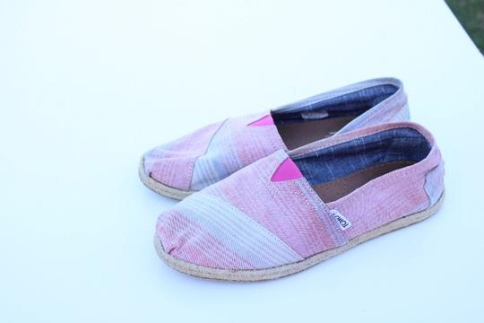 TOMS red, blue, white Flats Image 1