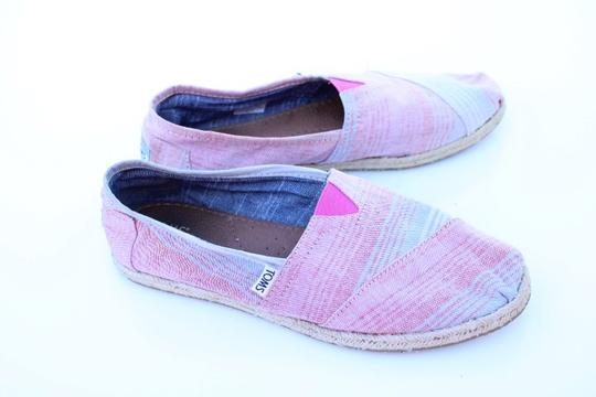 TOMS red, blue, white Flats Image 6
