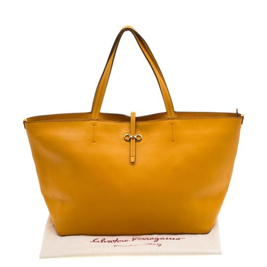 Salvatore Ferragamo Leather Mustard Tote in Yellow Image 10
