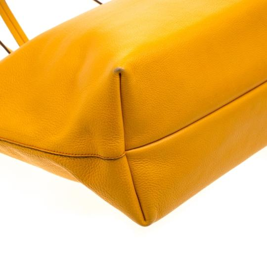 Salvatore Ferragamo Leather Mustard Tote in Yellow Image 7