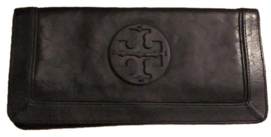 Preload https://img-static.tradesy.com/item/26363053/tory-burch-black-clutch-walletclutch-wallet-0-2-540-540.jpg