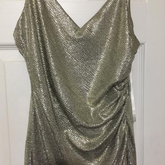 Betsy & Adam Light Gold Sleek Wrap Formal Bridesmaid/Mob Dress Size 4 (S) Image 2