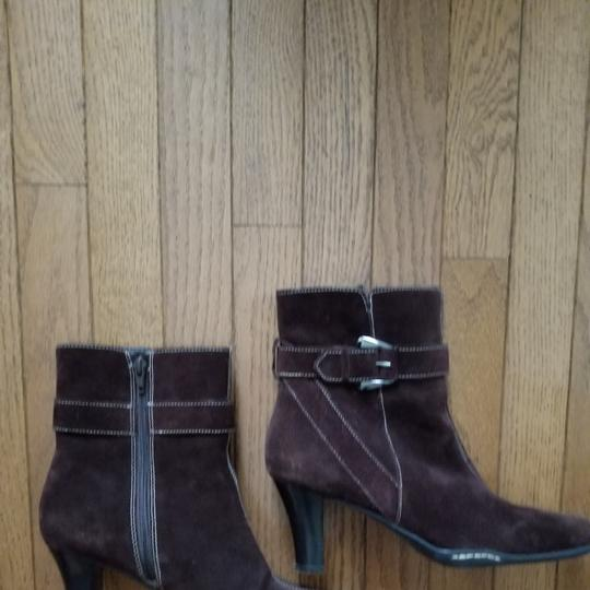 Aérosoles Size 9.5 Side Zip Brown suede Boots Image 11