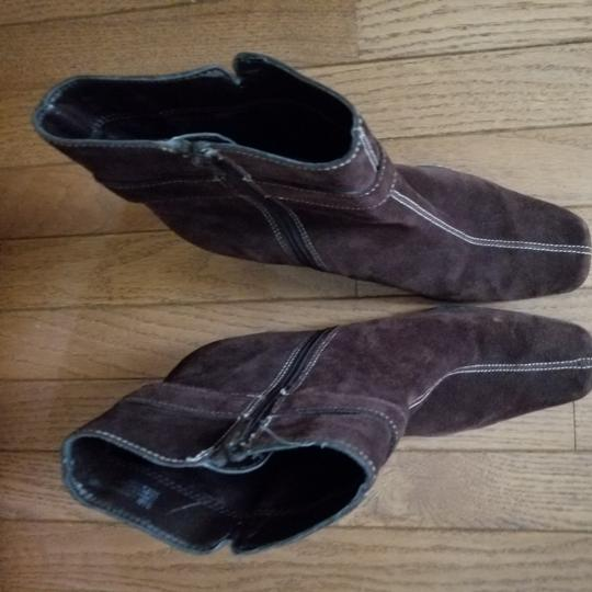 Aérosoles Size 9.5 Side Zip Brown suede Boots Image 2