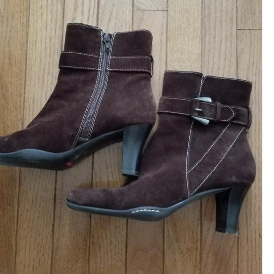 Aérosoles Size 9.5 Side Zip Brown suede Boots Image 5
