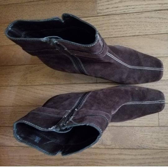 Aérosoles Size 9.5 Side Zip Brown suede Boots Image 6