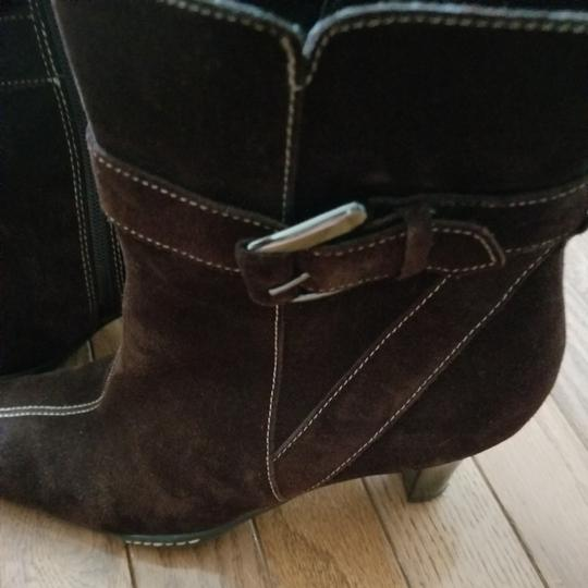 Aérosoles Size 9.5 Side Zip Brown suede Boots Image 7