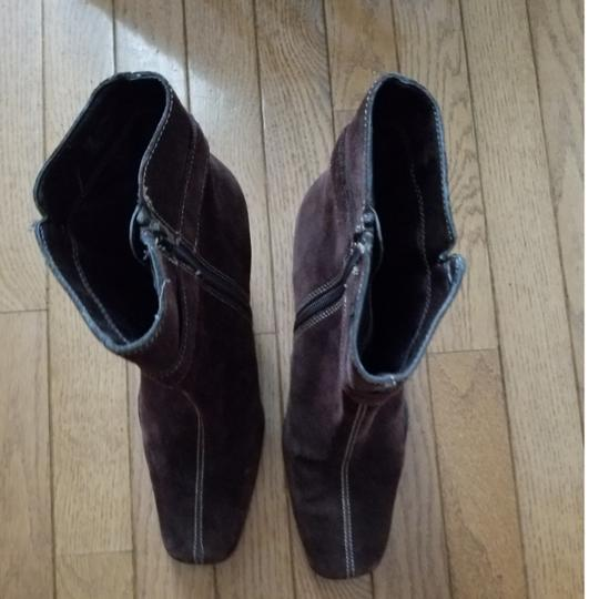 Aérosoles Size 9.5 Side Zip Brown suede Boots Image 9