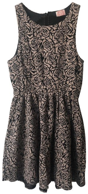Item - Roses Are Taupe Mini Short Casual Maxi Dress Size 4 (S)