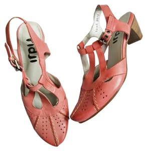 Fidji Leather Retro Classic Pinup Housewife Coral Pumps