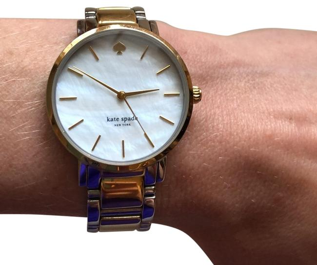 Item - Gold/ Silver Pearl Face Watch