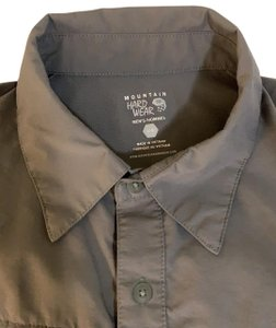 Mountain Hardwear men's EUC Mountain Hardware shirt