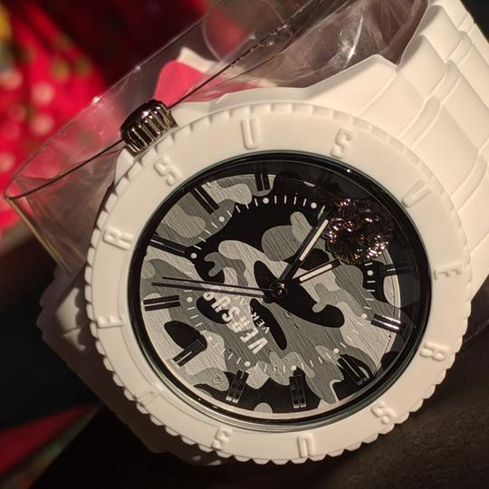 Preload https://item2.tradesy.com/images/versace-camouflage-camo-white-new-with-tags-watch-26389451-0-0.jpg?width=440&height=440
