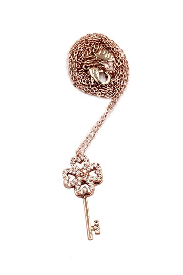 Ocean Fashion Rose gold four-leaf clover crystal key necklace Image 1