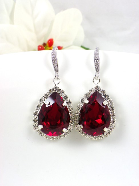 Item - Deep Red Burgundy Ruby Teardrop Maroon Crystal Garnet Dark Earrings
