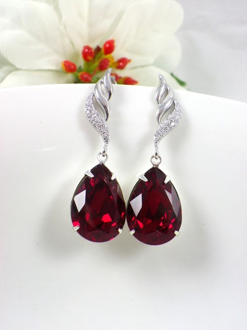 Item - Deep Red Burgundy Ruby Teardrop Maroon Crystal Garnet Earrings