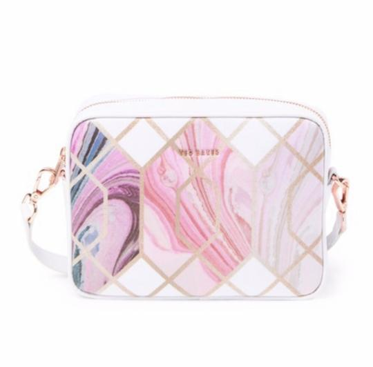 Preload https://img-static.tradesy.com/item/26408992/ted-baker-shoulder-london-aamberr-sea-of-clouds-camera-white-coated-canvas-cross-body-bag-0-1-540-540.jpg