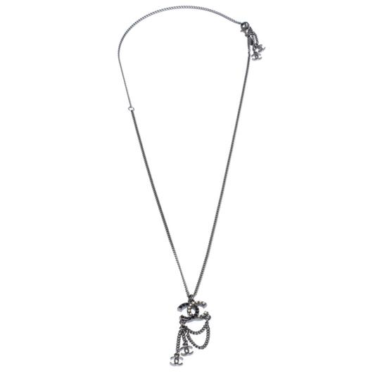 Preload https://img-static.tradesy.com/item/26409277/chanel-crystal-and-faux-pearl-cc-gunmetal-tone-necklace-0-0-540-540.jpg