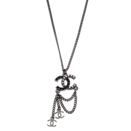 Chanel Chanel Crystal and Faux Pearl CC Gunmetal Tone Necklace Image 2