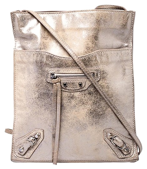 Preload https://img-static.tradesy.com/item/26409291/balenciaga-metallic-beige-papier-silver-leather-messenger-bag-0-1-540-540.jpg