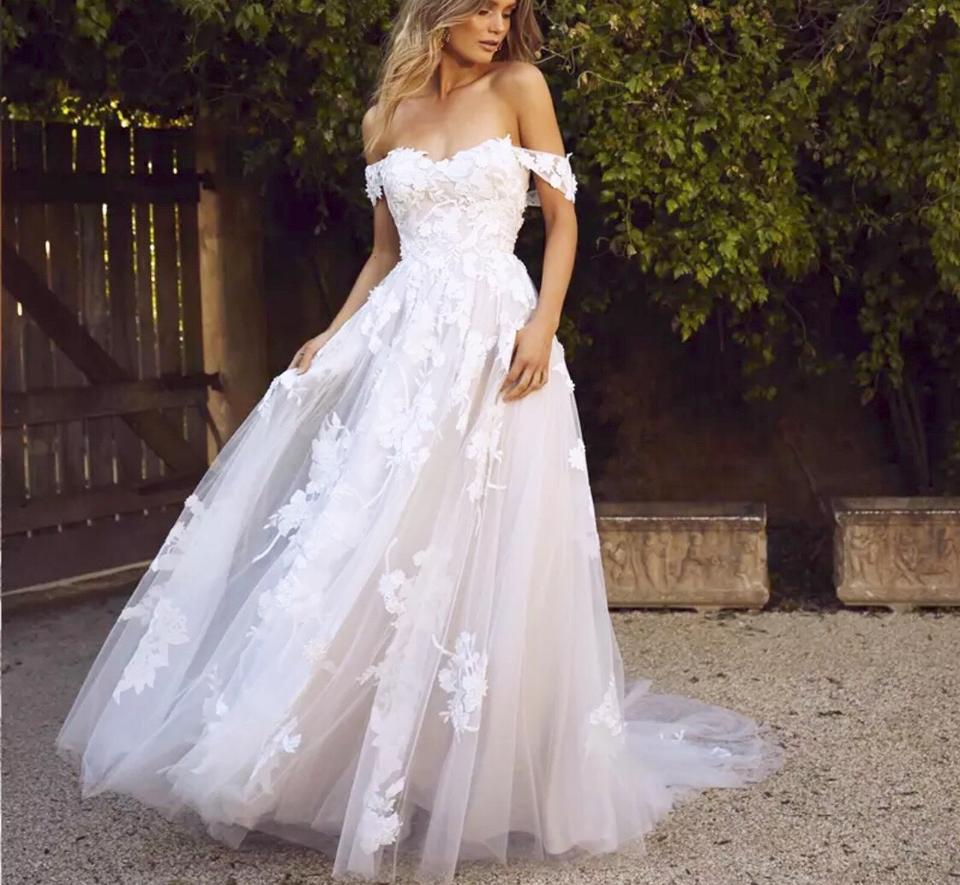 2019 White Or Ivorylace Applique Off Shoulder Tulle A Line Backless Bridal Gown 2 24w Formal Wedding Dress Size Os One Size 61 Off Retail