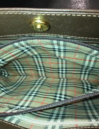 Burberry Checkered Vintage Classic Tote in Brown Image 11