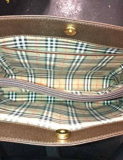 Burberry Checkered Vintage Classic Tote in Brown Image 9