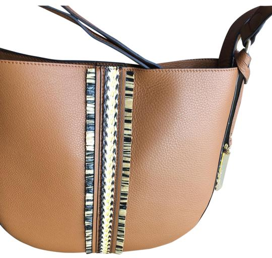 Preload https://img-static.tradesy.com/item/26412184/vince-camuto-golden-tan-leather-cross-body-bag-0-2-540-540.jpg