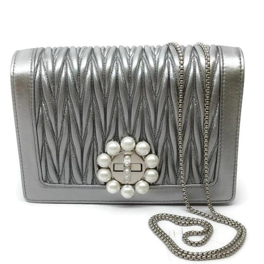 Preload https://img-static.tradesy.com/item/26412285/miu-miu-matelasse-with-pearl-silver-leather-shoulder-bag-0-1-540-540.jpg