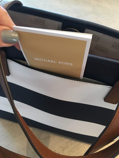 Michael Kors Shoulder Travel Jet Set Saffiano Striped Tote in Navy and White Image 1