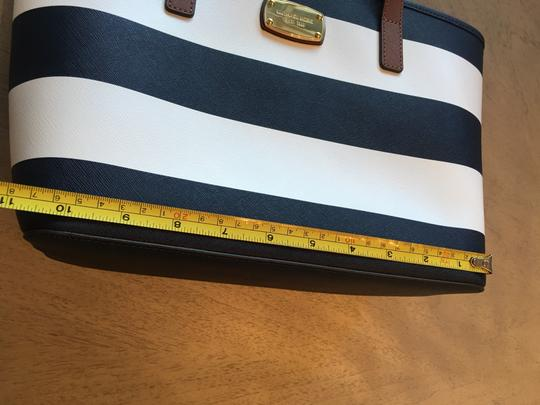Michael Kors Shoulder Travel Jet Set Saffiano Striped Tote in Navy and White Image 10