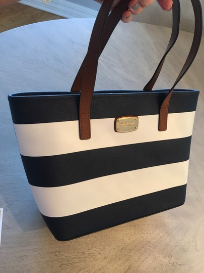 Michael Kors Shoulder Travel Jet Set Saffiano Striped Tote in Navy and White Image 3