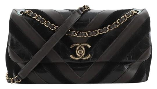 Preload https://img-static.tradesy.com/item/26412443/chanel-classic-flap-surpique-cc-chevron-lambskin-suede-jumbo-black-and-brown-leather-cross-body-bag-0-1-540-540.jpg