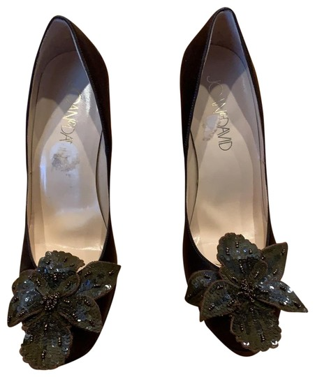 Preload https://img-static.tradesy.com/item/26412484/joan-and-david-brown-sequin-flower-pumps-size-us-9-regular-m-b-0-1-540-540.jpg