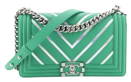 Preload https://img-static.tradesy.com/item/26412508/chanel-classic-flap-boy-chevron-lambskin-with-holographic-pvc-old-medium-green-leather-and-textile-c-0-1-540-540.jpg